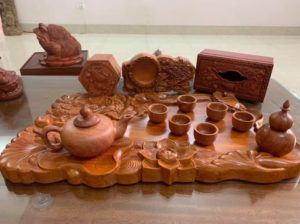 khay trà và ấm tràbằng gỗ hương